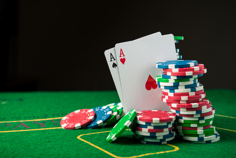 Poker cash games or tournaments